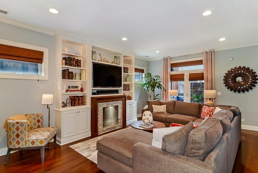 Real Estate Photography - 850 W Aldine, 3, Chicago, IL, 60657 - Family Room