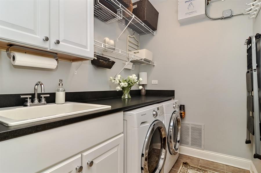 Real Estate Photography - 850 W Aldine, 3, Chicago, IL, 60657 - Laundry Room