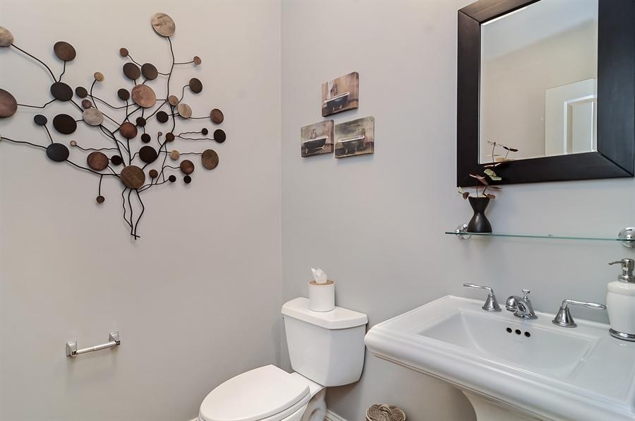 Real Estate Photography - 850 W Aldine, 3, Chicago, IL, 60657 - Half Bath