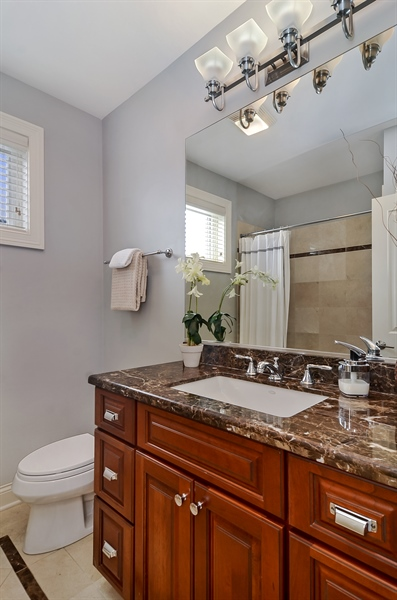 Real Estate Photography - 850 W Aldine, 3, Chicago, IL, 60657 - 2nd Bathroom