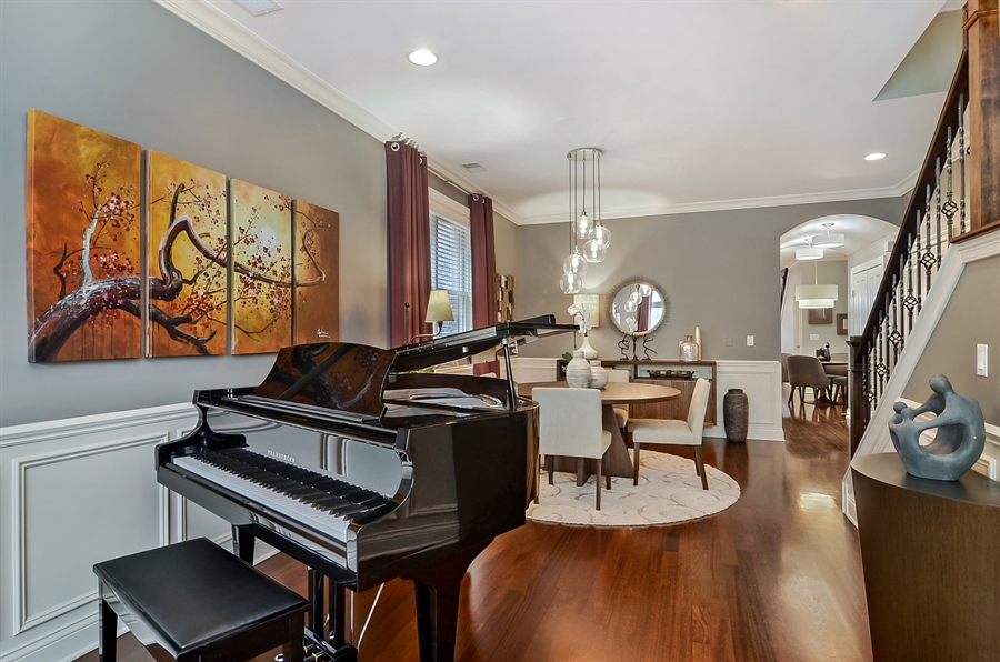 Real Estate Photography - 850 W Aldine, 3, Chicago, IL, 60657 - Living Room / Dining Room
