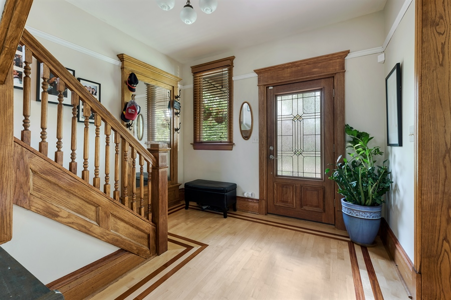 Real Estate Photography - 1241 Maple Ave, Wilmette, IL, 60091 - Foyer