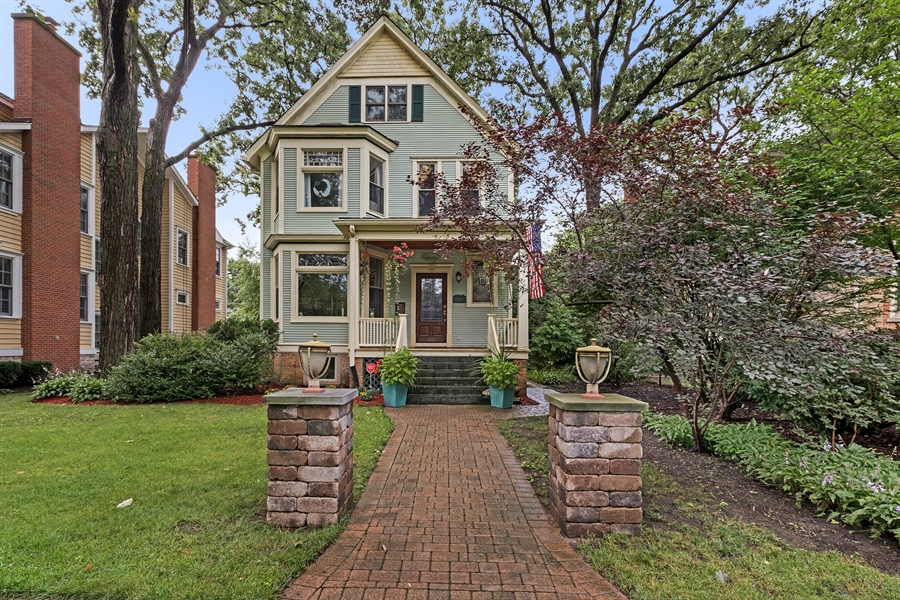 Real Estate Photography - 1241 Maple Ave, Wilmette, IL, 60091 - Front View