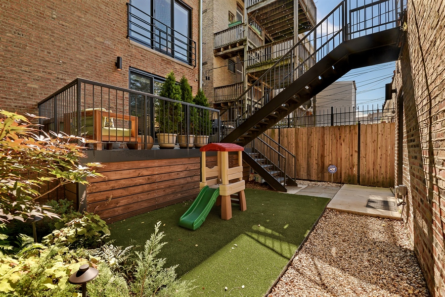 Real Estate Photography - 1018 N Oakley Blvd, Chicago, IL, 60622 - Back Yard