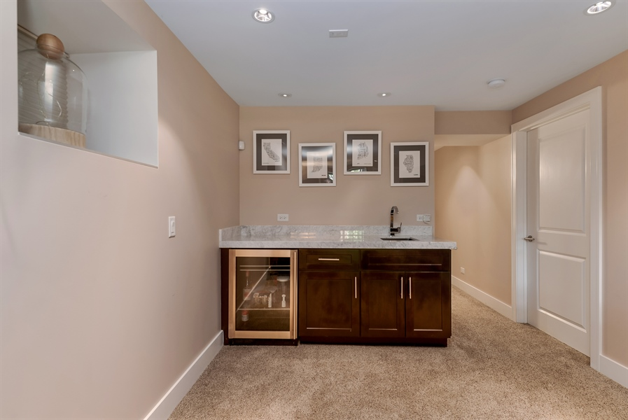 Real Estate Photography - 1018 N Oakley Blvd, Chicago, IL, 60622 - Bar