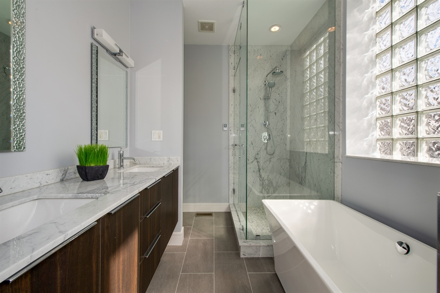 Real Estate Photography - 1137 N. Wood, 1H, Chicago, IL, 60622 - Master Bathroom