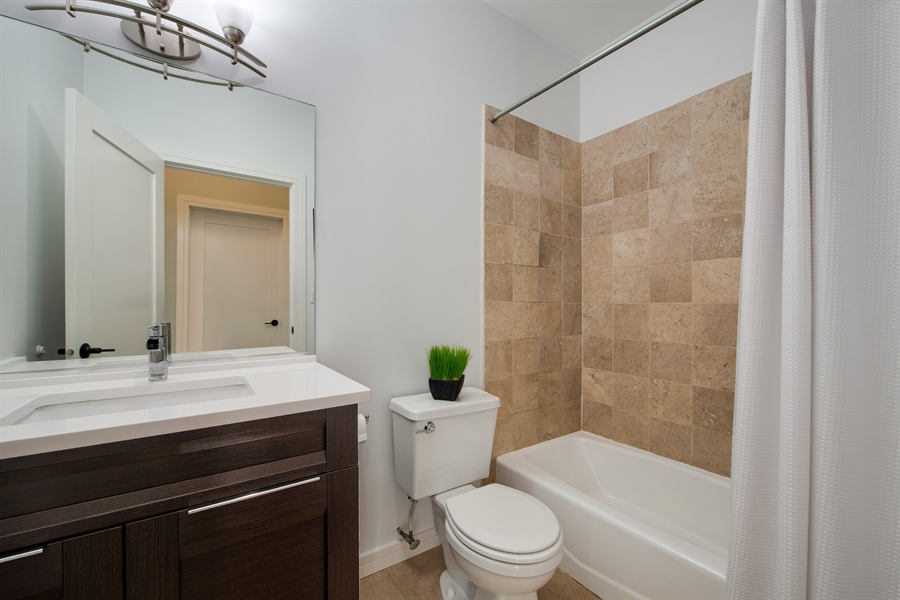 Real Estate Photography - 1137 N. Wood, 1H, Chicago, IL, 60622 - 2nd Bathroom