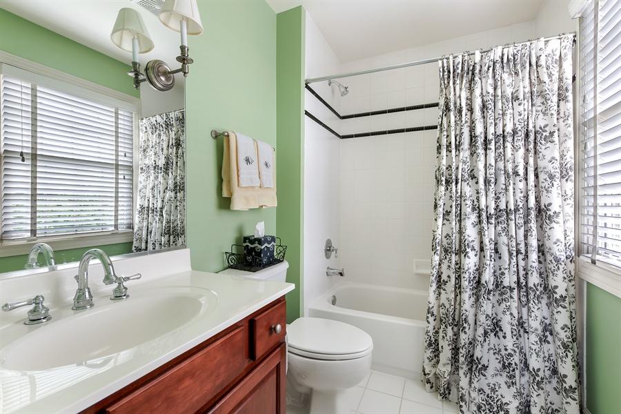 Real Estate Photography - 1748 Primrose Ln, Glenview, IL, 60026 - 3rd Bathroom