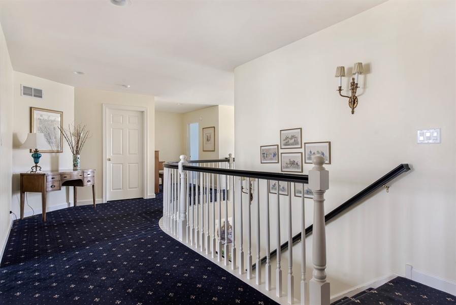 Real Estate Photography - 1748 Primrose Ln, Glenview, IL, 60026 - 2nd Floor Corridor
