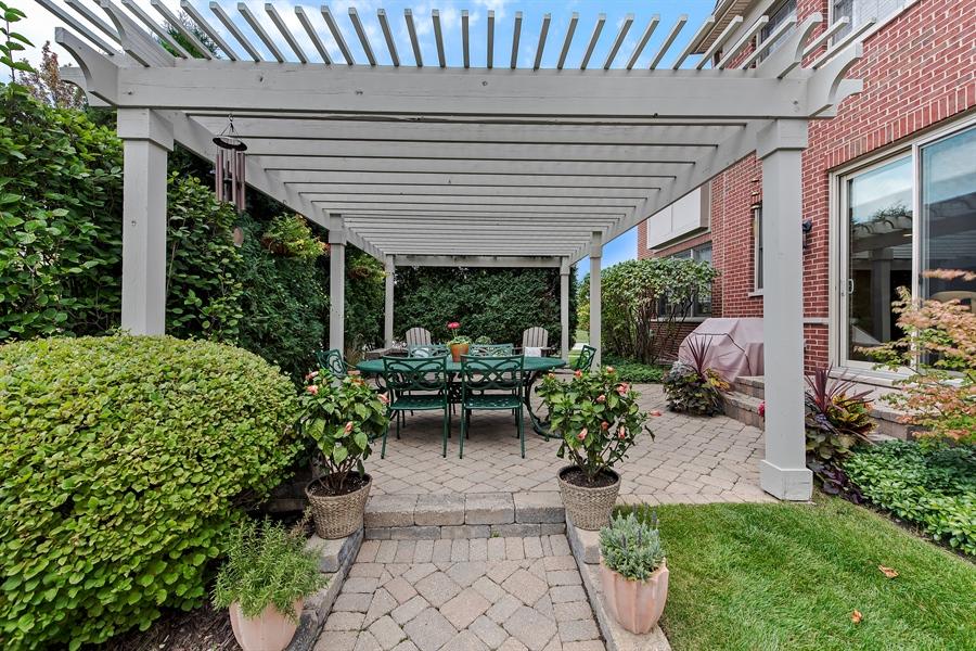 Real Estate Photography - 1748 Primrose Ln, Glenview, IL, 60026 - Veranda