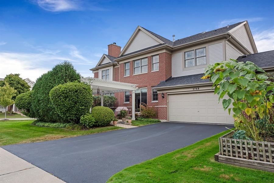 Real Estate Photography - 1748 Primrose Ln, Glenview, IL, 60026 - Rear View