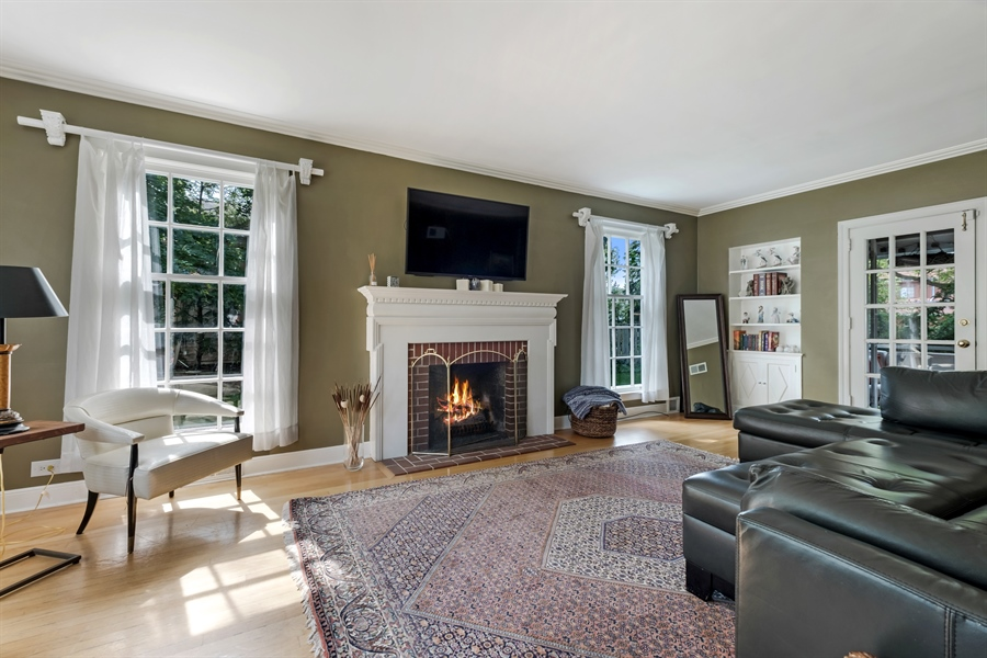 Real Estate Photography - 838 Indian Rd, Glenview, IL, 60025 - Living Room