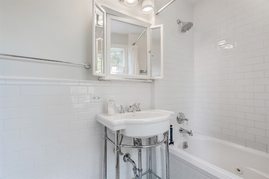 Real Estate Photography - 838 Indian Rd, Glenview, IL, 60025 - Bathroom