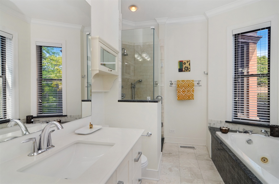 Real Estate Photography - 2008 N Kennmore, Unit B, Chicago, IL, 60614 - Master Bathroom