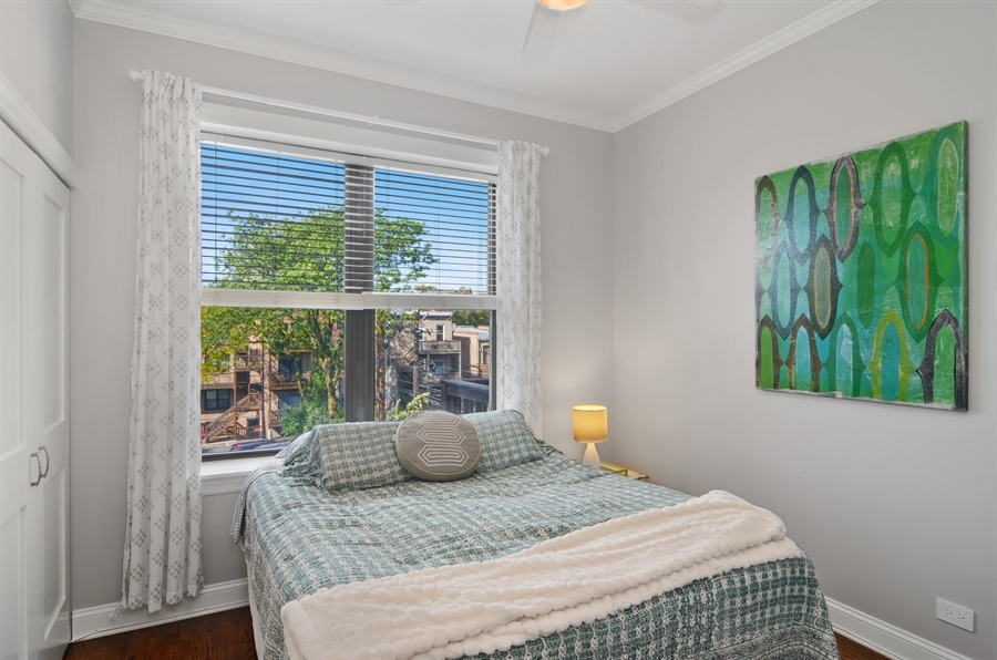 Real Estate Photography - 2008 N Kennmore, Unit B, Chicago, IL, 60614 - 2nd Bedroom