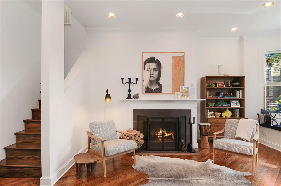 Real Estate Photography - 2008 N Kennmore, Unit B, Chicago, IL, 60614 - Living Room