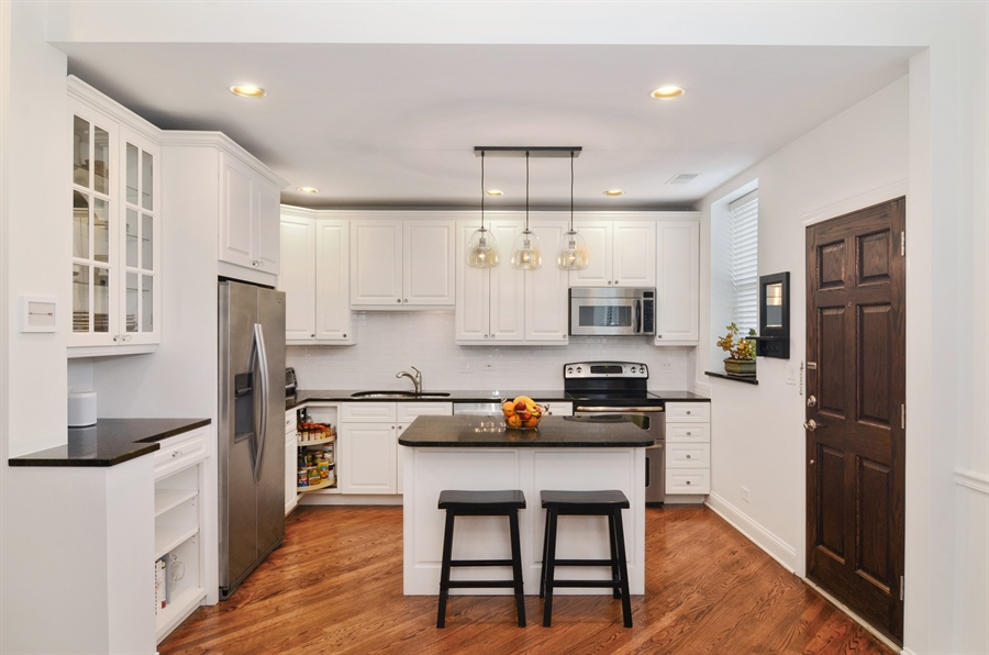 Real Estate Photography - 2008 N Kennmore, Unit B, Chicago, IL, 60614 - Kitchen