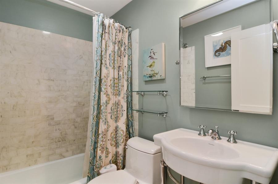 Real Estate Photography - 2008 N Kennmore, Unit B, Chicago, IL, 60614 - Bathroom