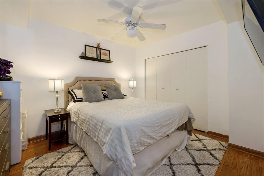 Real Estate Photography - 40 E 9th St, 1517, Chicago, IL, 60605 - Bedroom