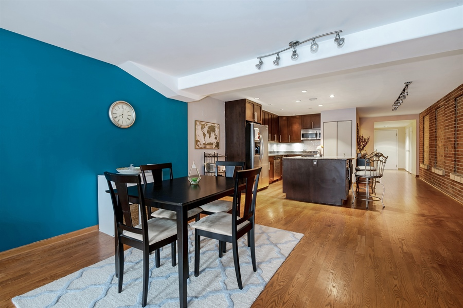 Real Estate Photography - 40 E 9th St, 1517, Chicago, IL, 60605 - Dining Room
