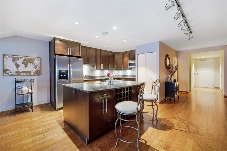 Real Estate Photography - 40 E 9th St, 1517, Chicago, IL, 60605 - Kitchen