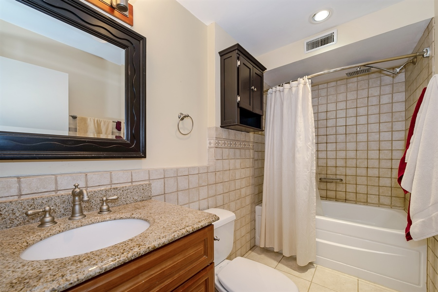 Real Estate Photography - 40 E 9th St, 1517, Chicago, IL, 60605 - Bathroom