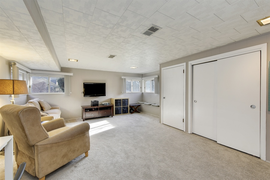 Real Estate Photography - 450 S Cedar St, Palatine, IL, 60067 - Family Room