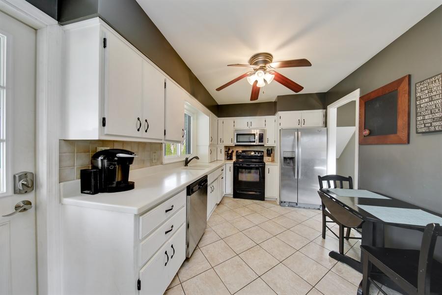 Real Estate Photography - 450 S Cedar St, Palatine, IL, 60067 - Kitchen