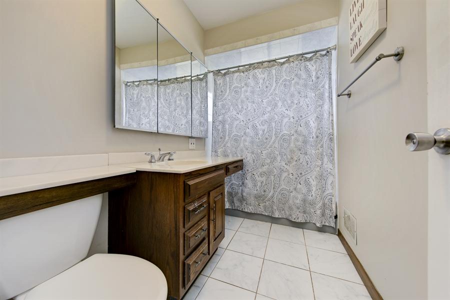 Real Estate Photography - 450 S Cedar St, Palatine, IL, 60067 - Bathroom