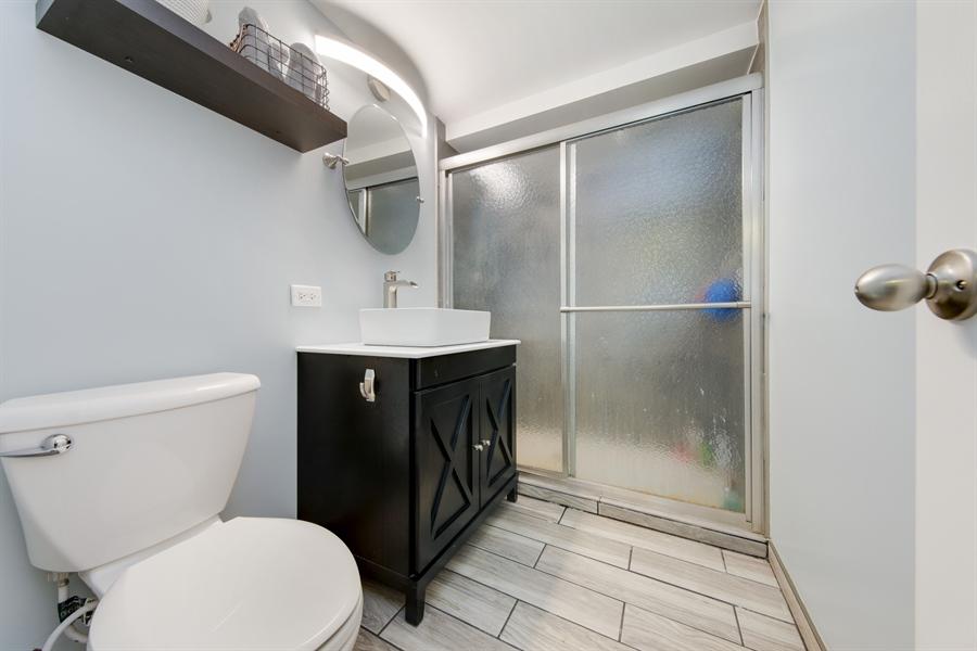 Real Estate Photography - 450 S Cedar St, Palatine, IL, 60067 - 2nd Bathroom