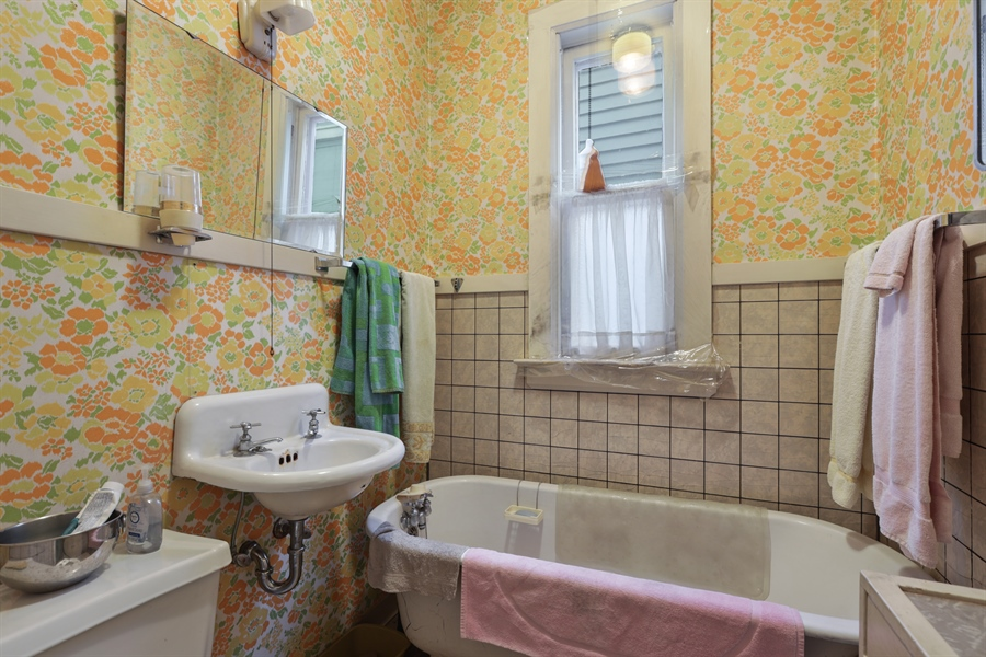 Real Estate Photography - 3435 N Oakley, Chicago, IL, 60618 - Bathroom