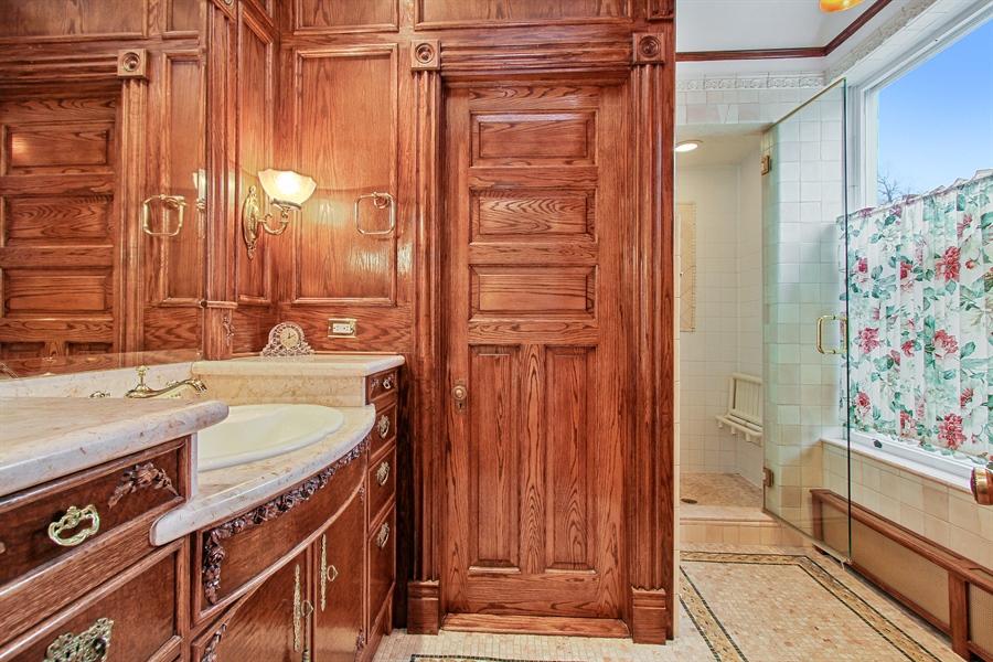 Real Estate Photography - 321 S. Euclid Ave, Oak Park, IL, 60302 - Master Bathroom