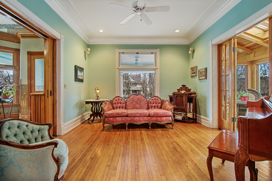 Real Estate Photography - 321 S. Euclid Ave, Oak Park, IL, 60302 - Living Room