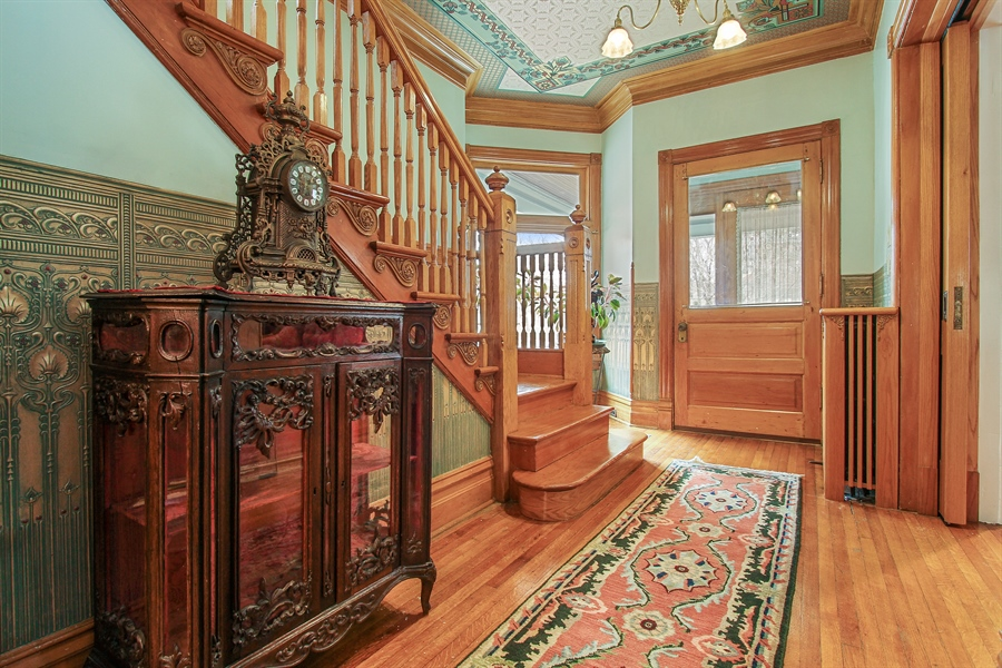 Real Estate Photography - 321 S. Euclid Ave, Oak Park, IL, 60302 - Entry Foyer