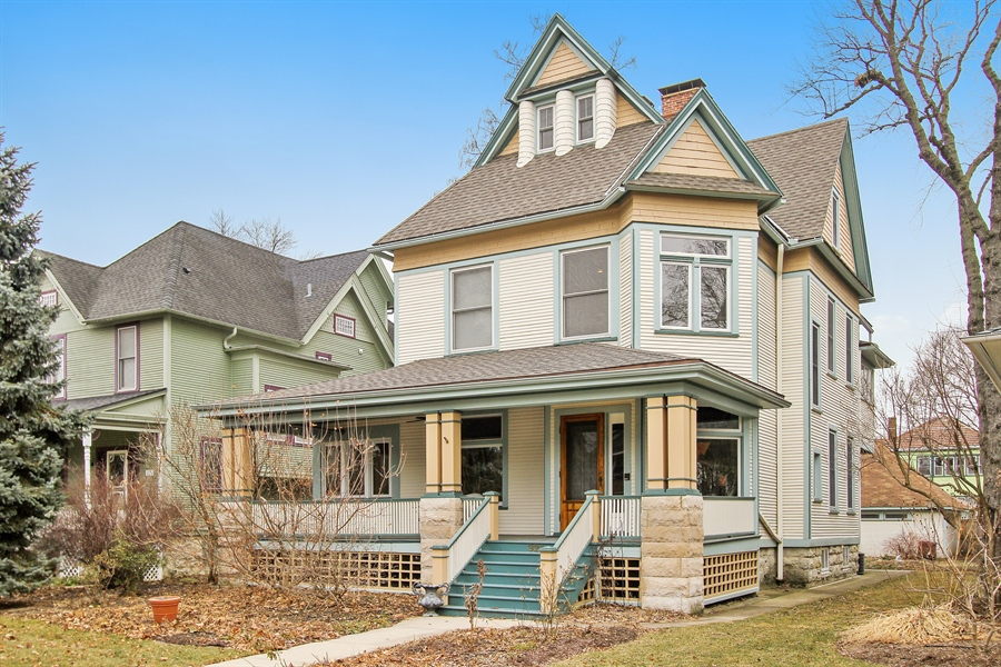 Real Estate Photography - 321 S. Euclid Ave, Oak Park, IL, 60302 - Front View