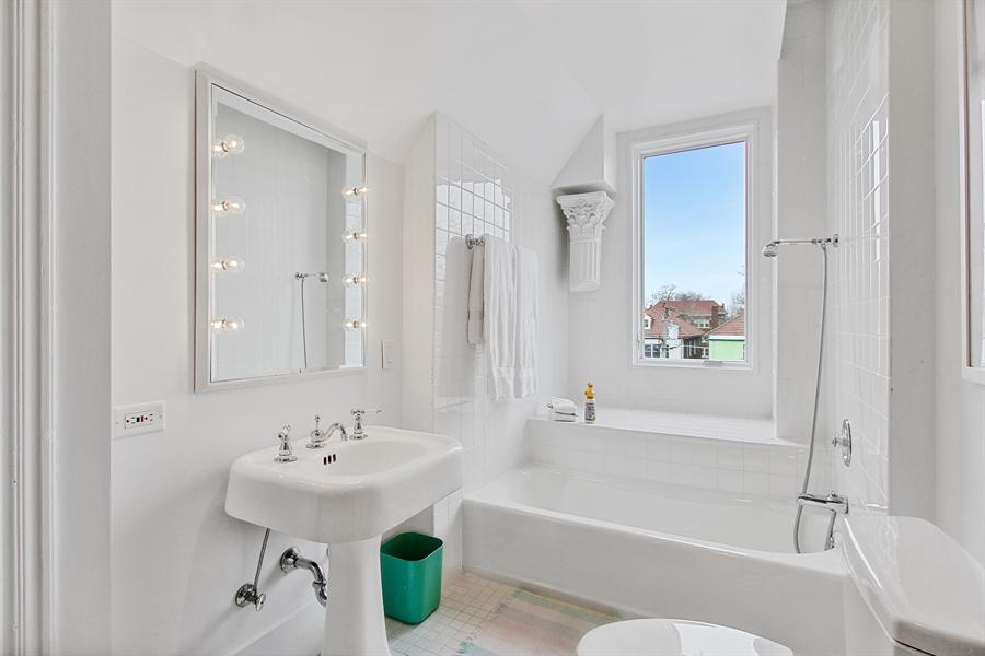 Real Estate Photography - 321 S. Euclid Ave, Oak Park, IL, 60302 - 3rd Floor Full Bath