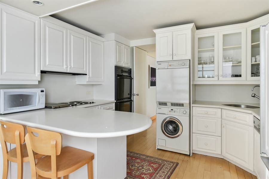 Real Estate Photography - 1555 N Astor St, Unit 28e, Chicago, IL, 60610 - Kitchen
