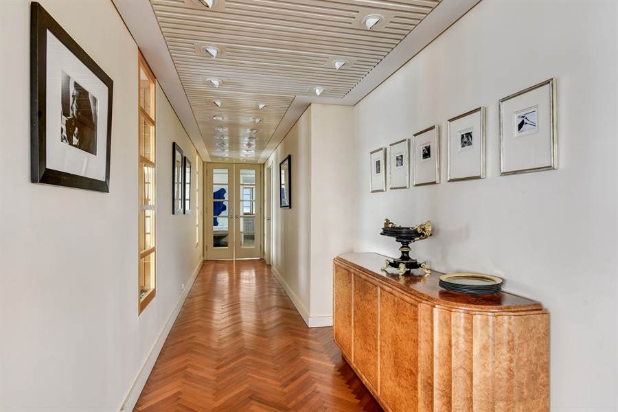 Real Estate Photography - 1555 N Astor St, Unit 28e, Chicago, IL, 60610 - Foyer