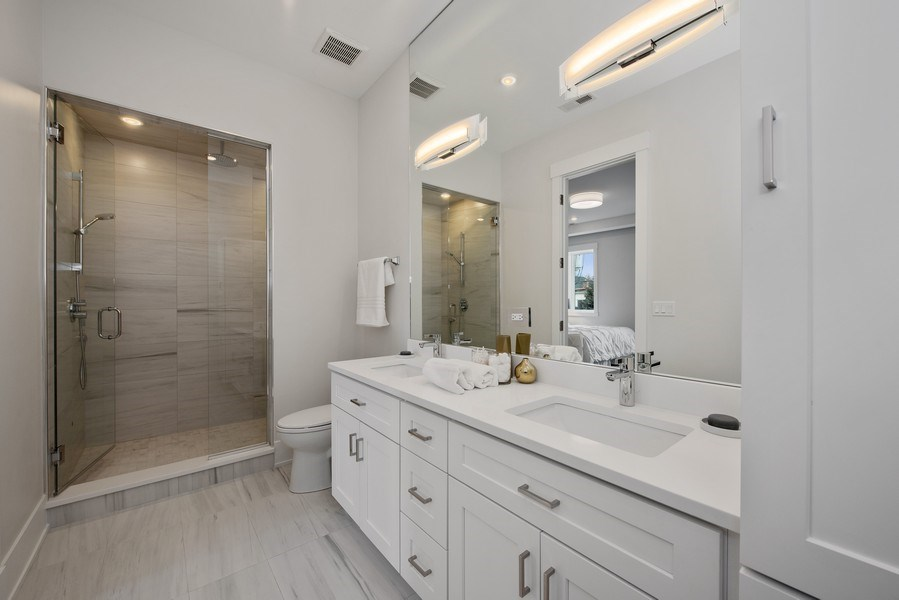 Real Estate Photography - 2751 W Lawrence, 2e, Chicago, IL, 60618 - Master Bathroom