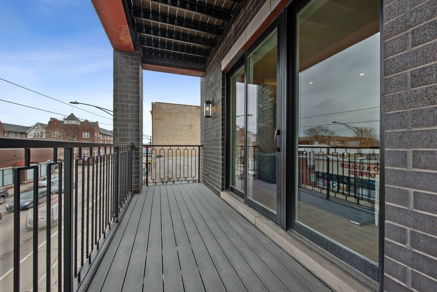 Real Estate Photography - 2751 W Lawrence, 2e, Chicago, IL, 60618 - Deck