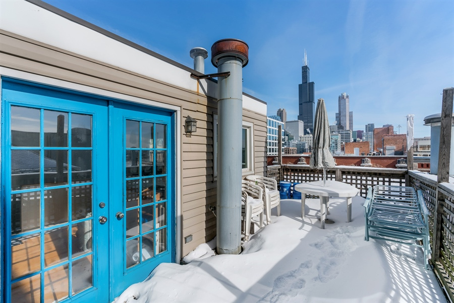 Real Estate Photography - 400 S Green St, 518, Chicago, IL, 60607 - Roof Deck
