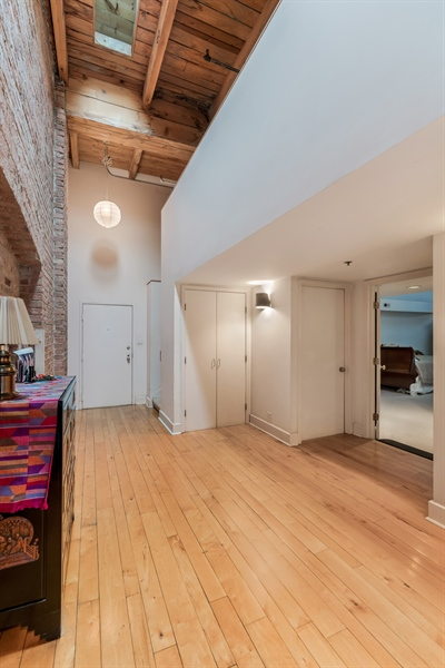 Real Estate Photography - 400 S Green St, 518, Chicago, IL, 60607 - Foyer