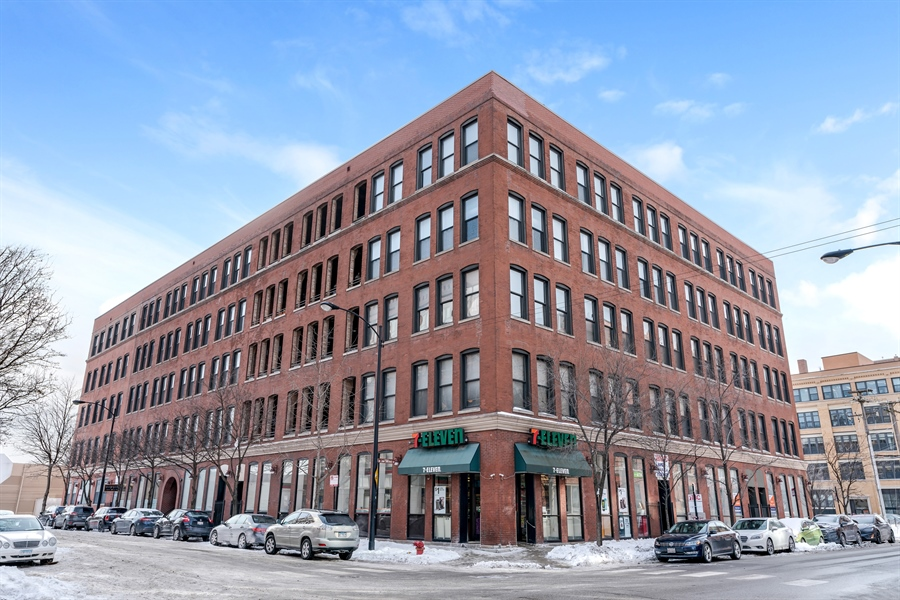 Real Estate Photography - 400 S Green St, 518, Chicago, IL, 60607 - Front View