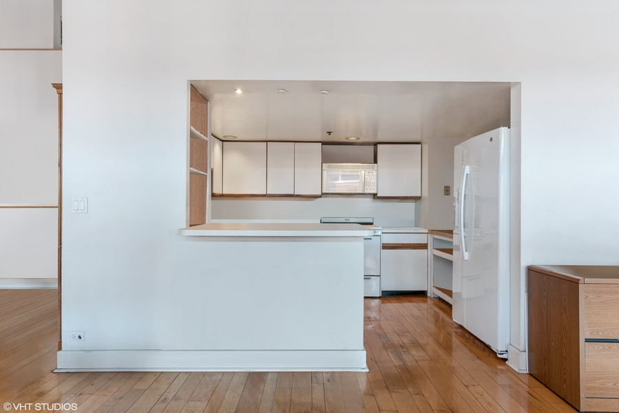 Real Estate Photography - 400 S Green St, 518, Chicago, IL, 60607 - Kitchen