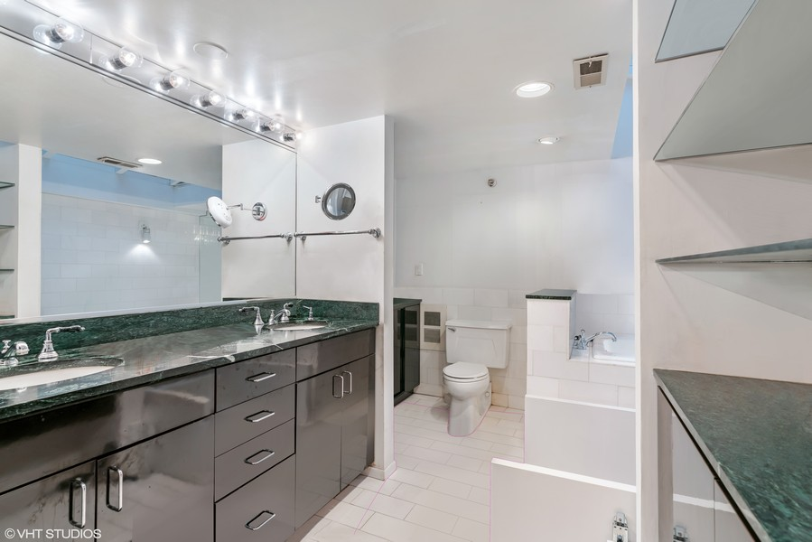 Real Estate Photography - 400 S Green St, 518, Chicago, IL, 60607 - Master Bathroom
