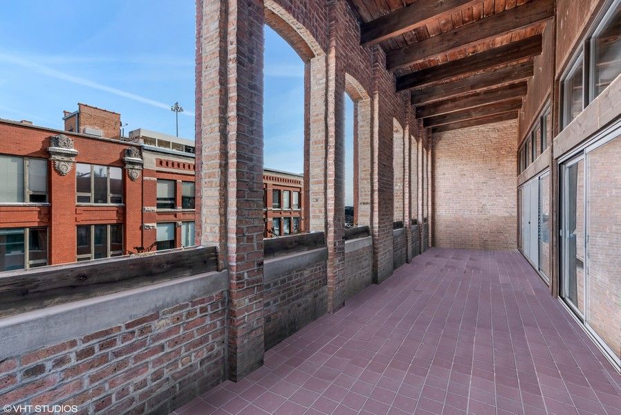 Real Estate Photography - 400 S Green St, 518, Chicago, IL, 60607 - Loggia