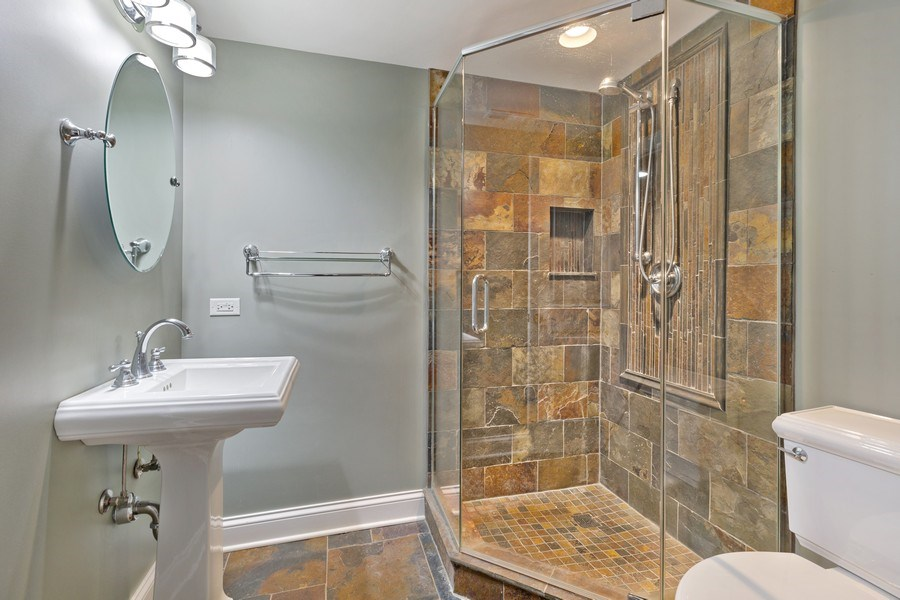 Real Estate Photography - 512 Stone Canyon Cir, Inverness, IL, 60010 - 3rd Bathroom