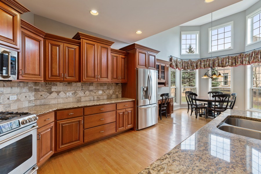 Real Estate Photography - 512 Stone Canyon Cir, Inverness, IL, 60010 - Kitchen