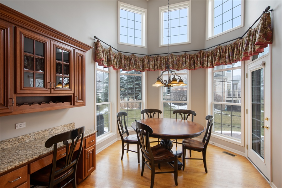 Real Estate Photography - 512 Stone Canyon Cir, Inverness, IL, 60010 - Breakfast Area