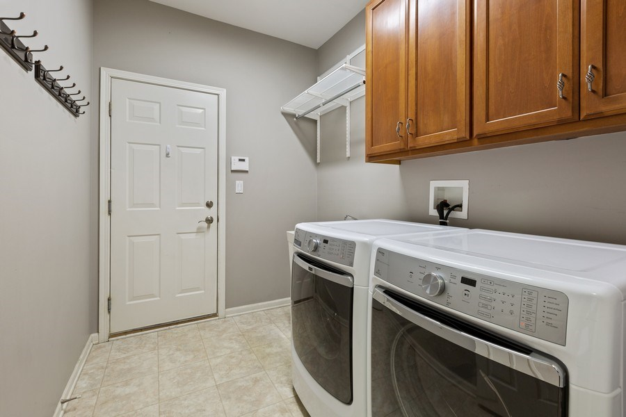 Real Estate Photography - 512 Stone Canyon Cir, Inverness, IL, 60010 - Laundry Room